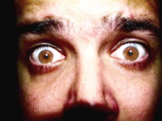 wystraszone oczy mężczyzny